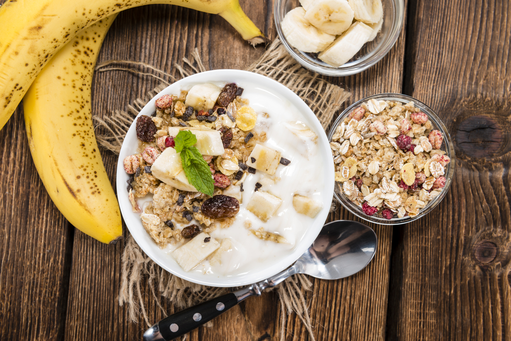 yoghurt muesli fruit