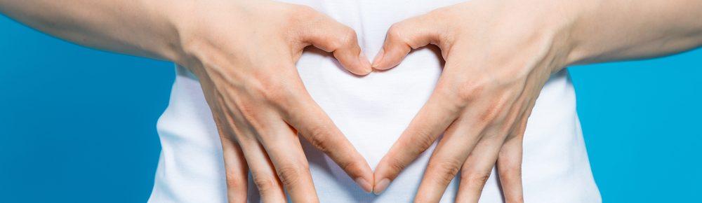 Handen op buik hartje