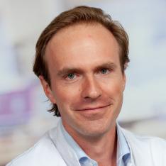 Dr. Hjalmar van Santvoort